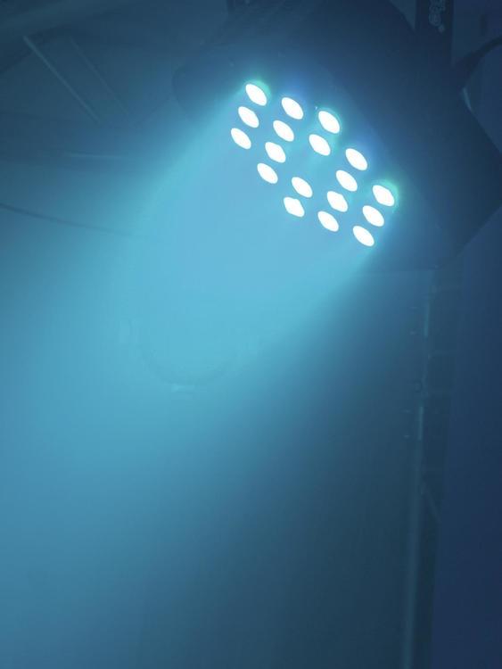 Vermietung: Eurolite LED 18x3W RGB Flat PAR