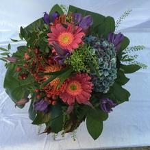 Blumen & Besonderes:Strauss mit Gerbera und Hortensie