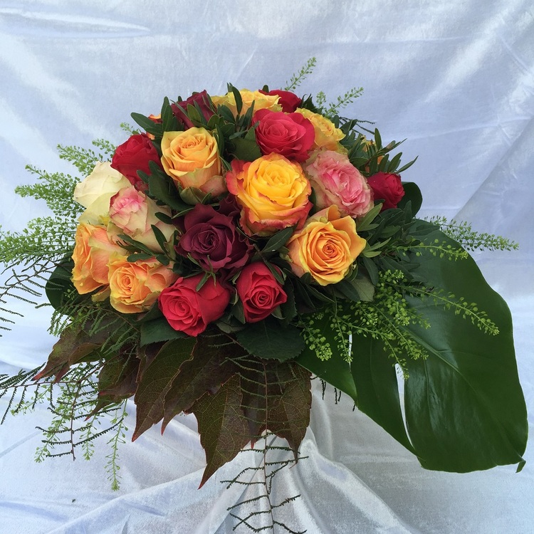 Blumen & Besonderes:Strauß mit bunten Rosen