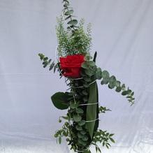Blumen & Besonderes:Strauss mit einer langstieligen rose plus draht