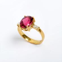 Ring mit RUBEKITH 4,25 Carat und Diamant Baguette