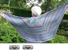 Garnpaket für dieses Tuch, drei Dreiecke aneinandergestrickt