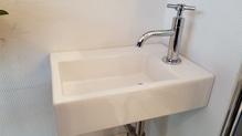 Handwaschbecken inkl. Siphon und Standarmatur von Clou