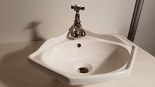 Eckhandwaschbecken Eck-Waschbecken inkl. Vintage-Armatur von Tondo