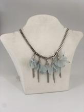 Halskette mit Blüten in Türkis