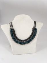 Halskette mit Lederapplikation