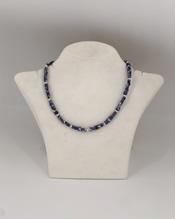 Halskette mit bunten Heilsteinen