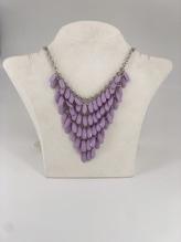 Halskette mit Mandelsteinen in Lila