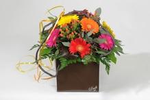 Blumentasche Pauli mit Blumen der Saison