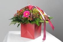 Blumentasche Sissi mit Blumen der Saison