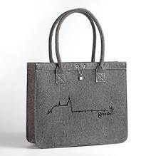 Gmunden Shopper, grau mit schwarzem Schloß Ort, Tasche aus Filz ohne PVC. Erhältlich bei Lederbekleidung Paschinger