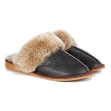 Pantoffel aus Lammfell, dunkelbraun, Hausschuhe, Fell-Schlapfen für den Winter, bei Lederbekleidung Paschinger kaufen