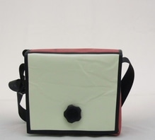 Umhängetasche aus recycelten Materialien mit Magnet-Dreh-Verschluss B 18 x H 23 x T 9 cm