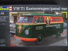RE07076 Revell 1:24 VW Bus Kastenwagen T1 Jägermeister