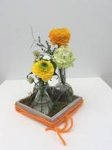 Tablett mit Vasen