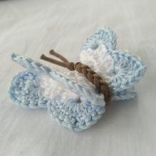 Schmetterling gehäkelt - weiß / hellblau