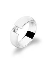 Ring aus hochwertigem Edelstahl -  mit Swarowski Zirconia -  als Spannring gefertigt